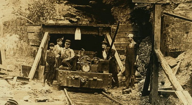 W__Va__coal_mine_1908