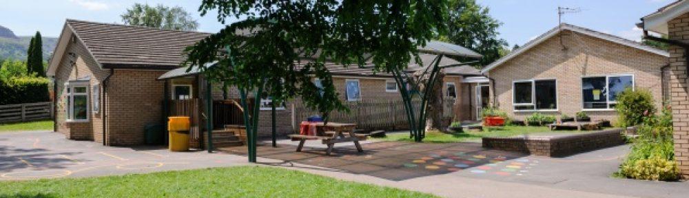 Llangattock Primary School Ysgol Eglwysig yng Nghymru Llangatwg